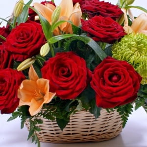 send bouquets with roses Ukraine 2